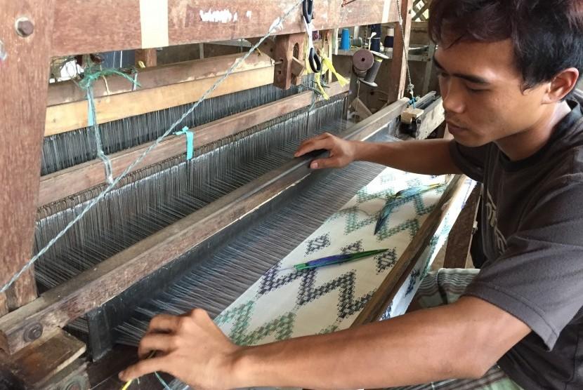 Geliat industri sutra UMKM Jawa Barat.
