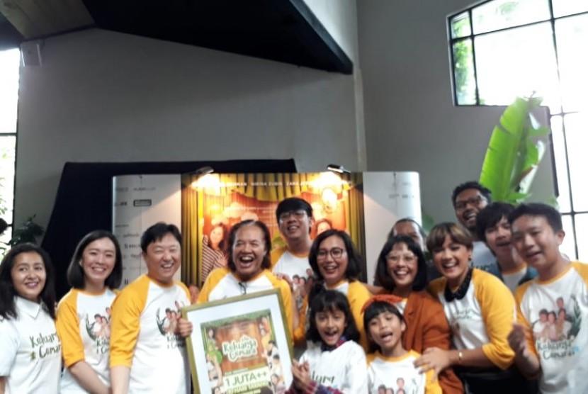 Acara konferensi pers syukuran atas pencapaian film Keluarga Cemara di Ecology Kemang Jakarta Selatan, Senin (14/1).