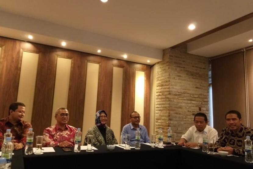 Partai Keadilan Sejahtera dan Partai Gerindra DKI Jakartabersama panelis dari kalangan profesional yang akan membantu fit and proper test cawagub DKI melakukan pertemuan di Hotel Aryaduta, Jakarta Pusat, Rabu (23/1).