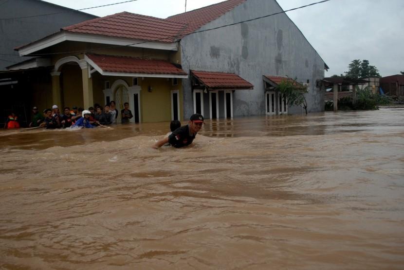 Flood inundates Bumi Bung Permai Housing complex, Makassar, South Sulawesi, Thursday (Jan 24).