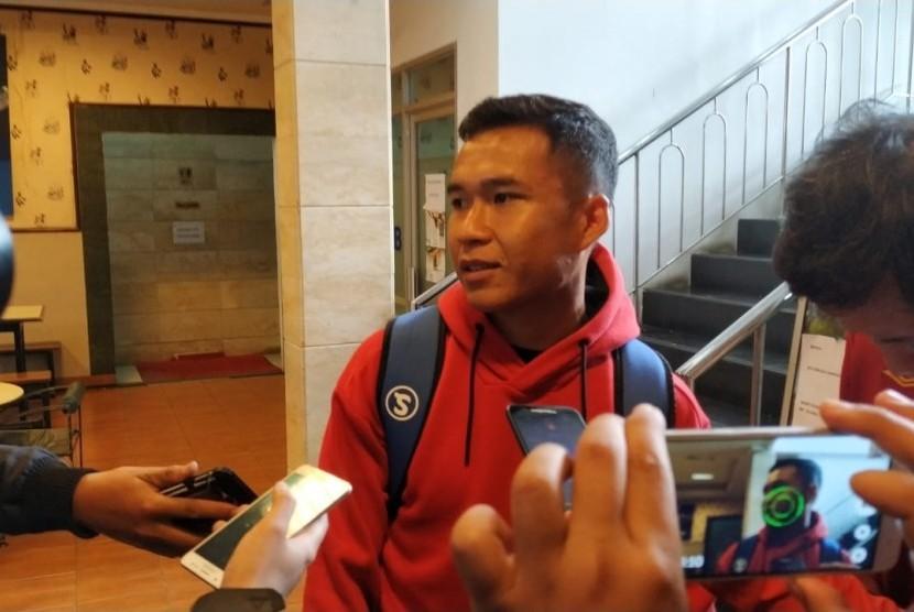 Pemain Persib, Erwin Ramdani di SOSI Fitness, Jalan Manado, Kota Bandung, Rabu (30/1).