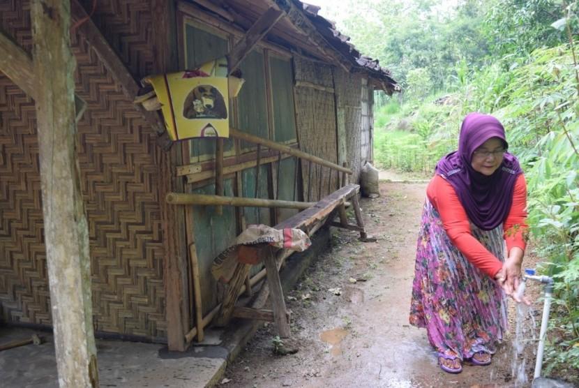 Global Wakaf-ACT DIY serahterimakan sumur wakaf Dusun Bangkan.