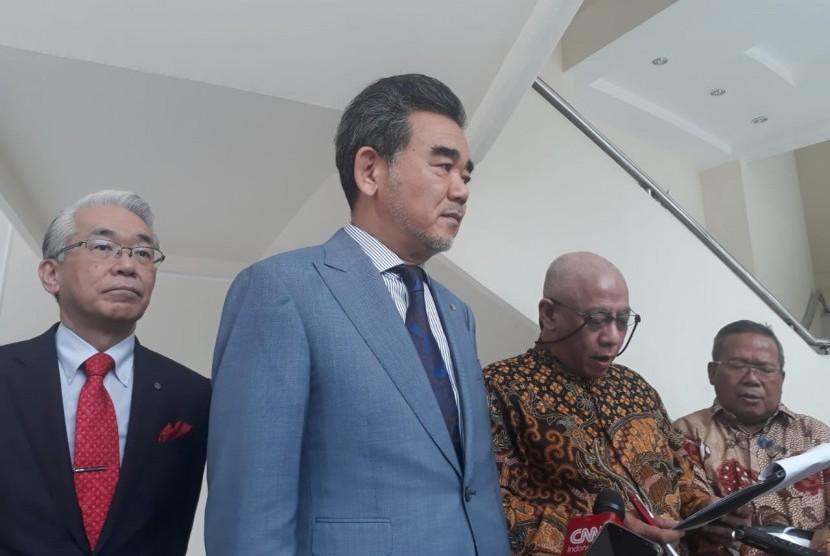Wakil Presiden RI Jusuf Kalla menerima kunjungan Rektor Universitas Hiroshima Jepang Mitsuo Ochi, di Kantor Wakil Presiden, Jalan Medan Merdeka Utara, Jakarta, Rabu (6/2).