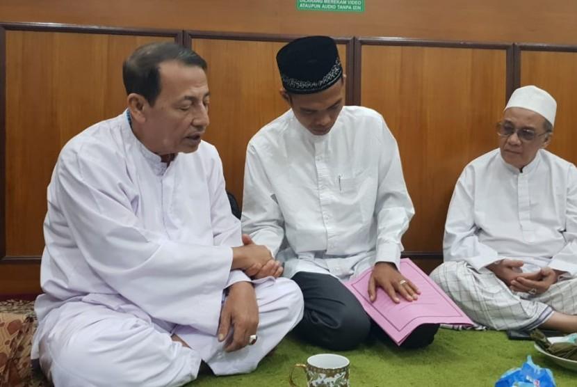 Sambut Ustaz Abdul Somad, Habib Luthfi Beri 'Gelar' Baru] Ustaz Abdul Somad melakukan silaturahim kepada Habib Luthfi di Pekalongan, Jumat (8/2) lalu.