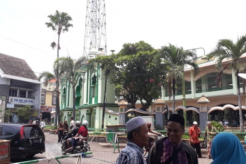 Suasana Masjid Kauman Semarang jelang lelaksanaan shalat Jumat, Jumat (15/2)