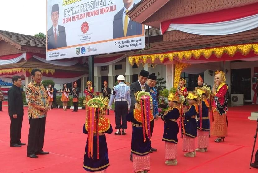 Presiden Jokowi tiba di Bandara Fatmawati Soekarno Bengkulu, Jumat (15/2) untuk membuka Tanwir Muhammadiyah ke-51.