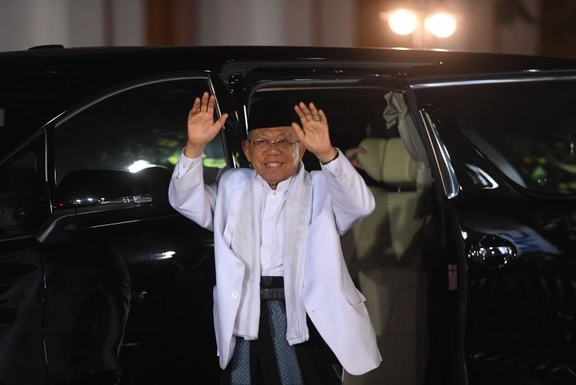 Cawapres nomor urut 01 Ma'ruf Amin tiba untuk menonton debat capres 2019 putaran kedua di Hotel Sultan, Jakarta, Ahad (17/2/2019).