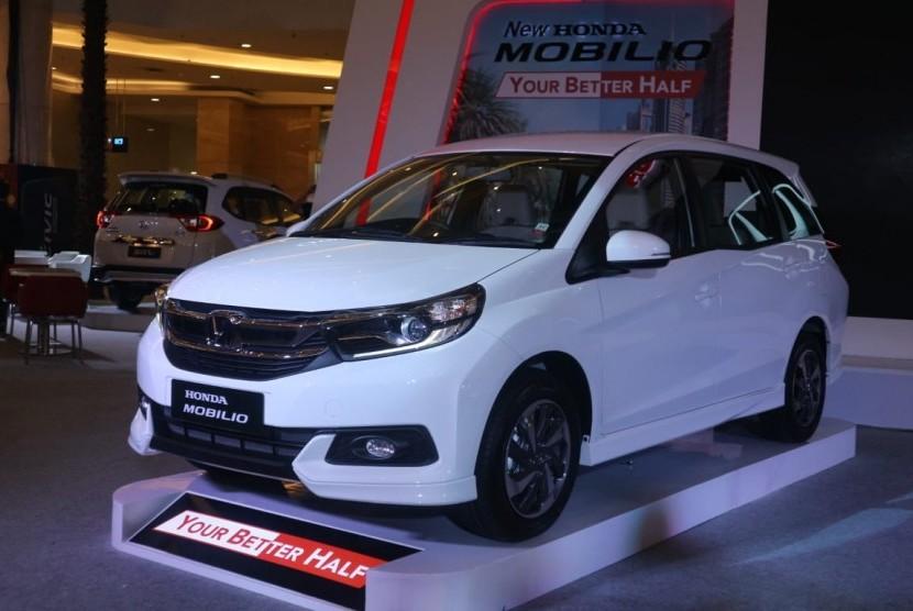 Honda All New Mobilio: All New Mobilio diluncurkan dengan perubahan tampilan eksterior dan interior oleh PT Honda Prospect Motor (HPM) di Mall Kota Kasablanka, Jakarta Selatan, Kamis (21/2).