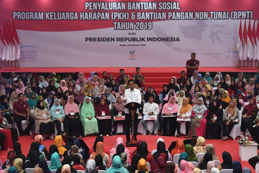 President Joko Widodo delivers his speech at the disbursement of the Family Hope Program (PKH) and the non-cash food assistance (BPNT) 2019 in Cibinong, Bogor, West Java, Friday (Feb 22).