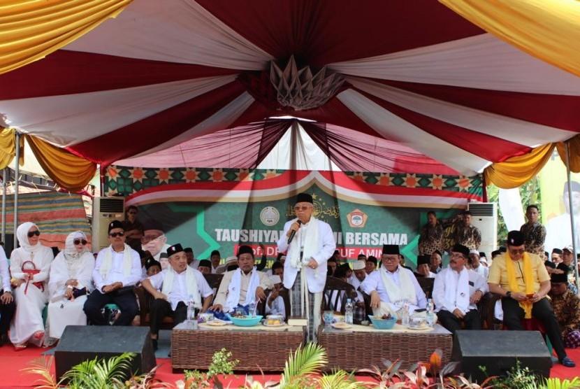 Kunjungan Cawapres: Cawapres 01 KH Ma'ruf Amin saat mengunjungi Ponpes Babakan Ciwaringin di Cirebon pada Senin, (25/12). Kunjungan Ma'ruf dalam rangka safari di Jabar.