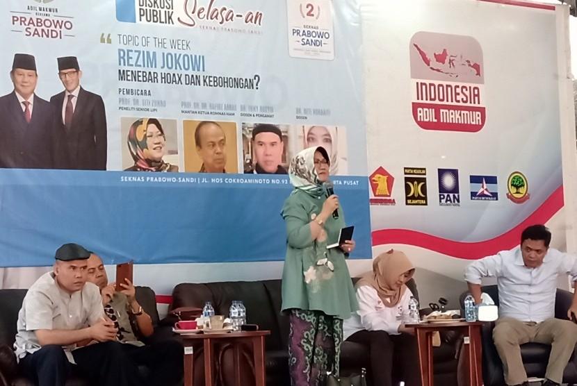 Diskusi BPN Prabowo-Sandi: Peneliti senior Pusat Penelitian Politik LIPI, Siti Zuhro  dalam sebuah diskusi di Sekretariat Nasional Prabowo-Sandi, Menteng,  Jakarta Pusat, Selasa (26/6).