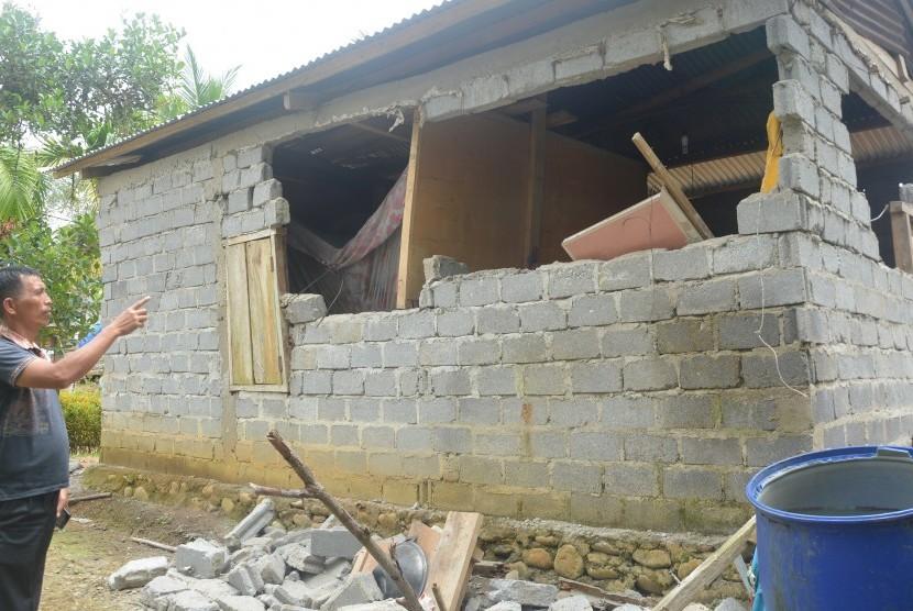 Pemkot Padang Serahkan Bantuan Sembako untuk Solok Selatan