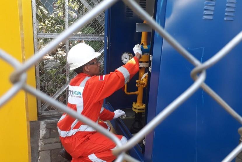 Station Jaringan Gas Bumi: Petugas memeriksa Regulating Station jaringan gas bumi untuk rumah tangga (Jargas) di Kelurahan Mayangan, Kecamatan Mayangan, Kota Probolinggo, Selasa (5/3).