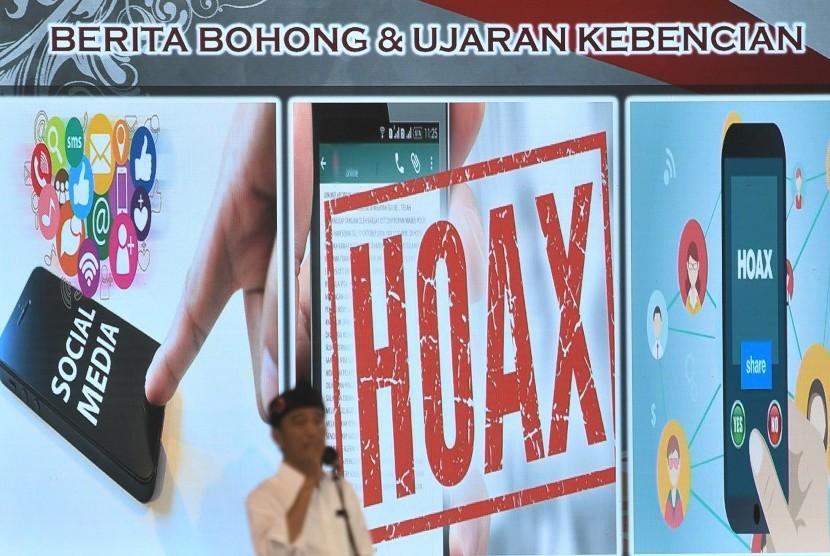 Calon Presiden Joko Widodo berorasi dalam acara Parahyangan Bersatu yang juga menjadi ajang silaturahmi dengan tokoh masyarakat dan relawan Balad Jokowi di Aula Villa Istana Bunga, Bandung Barat, Jawa Barat, Ahad (10/3/2019).