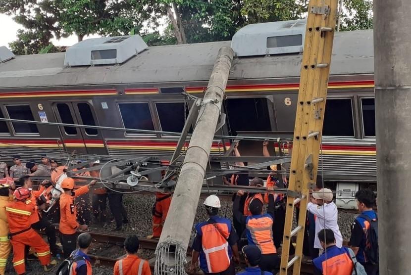 Evakuasi kereta anjlok (ilustrasi)