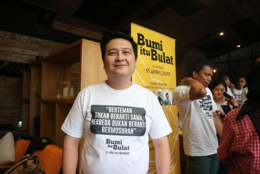 Robert Ronny, produser film Bumi itu Bulat di Kemang, Jakarta Selatan, Senin (11/3).