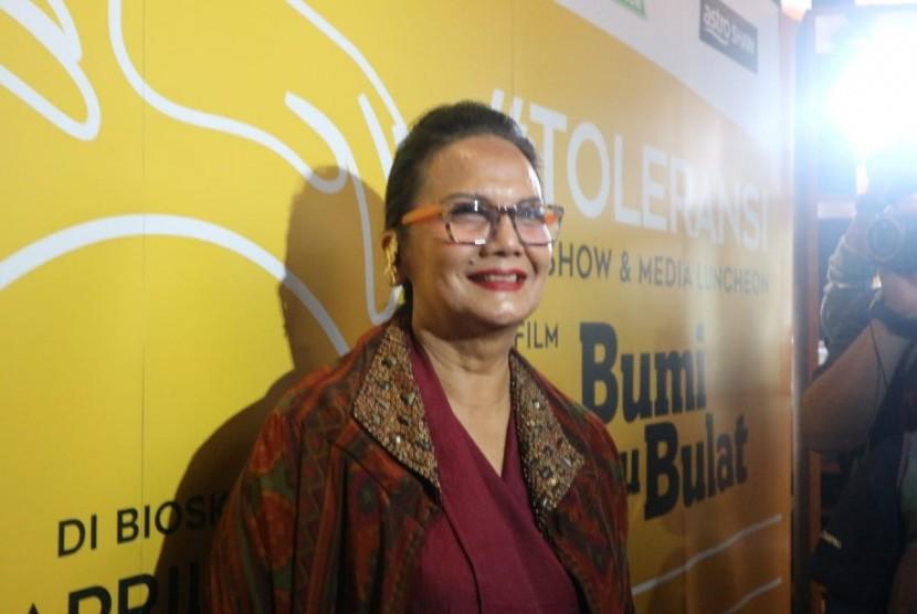 Aktris senior Christine Hakim di jumpa pers dan talkshow film Bumi itu Bulat, di Kemang, Jakarta Selatan, Senin (11/3).