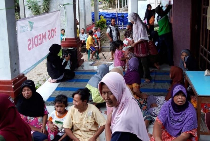 Dompet Dhuafa Jawa Timur membuka sejumlah pos di sejumlah lokasi terdampak banjir wilayah Jawa Timur, serta membantu bersihkan rumah warga.