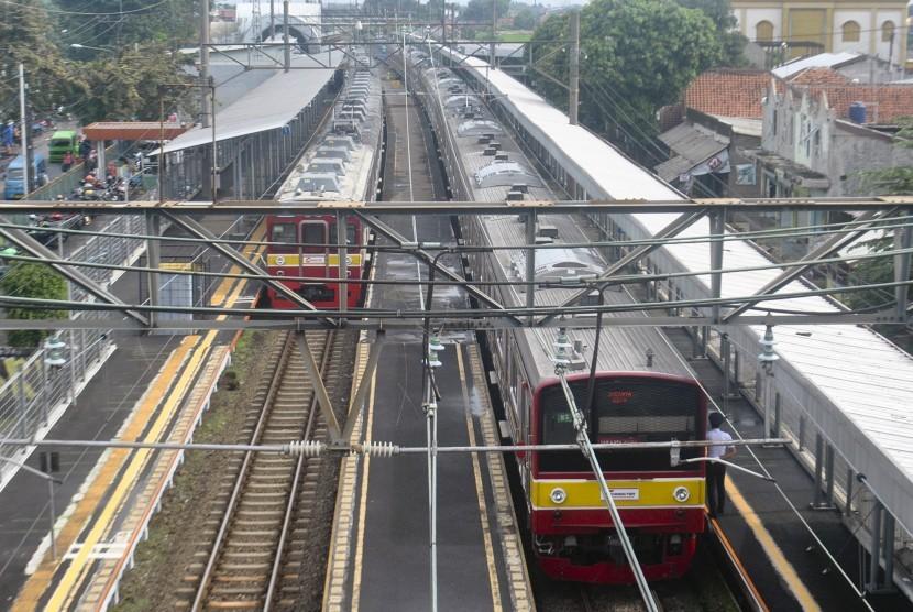 KRL Commuter Line (ilustrasi).