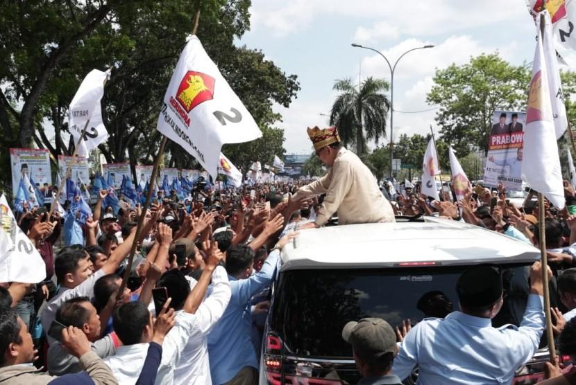 Calon presiden nomor urut 02, Prabowo Subianto saat melakukan safari politik ke Bumi Lancang Kuning, Riau, Rabu (13/3).