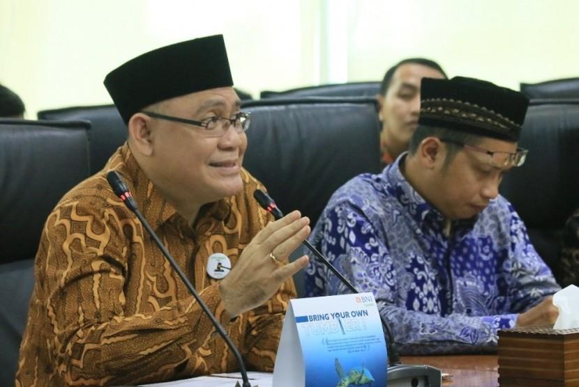 Direktur Utama BNI Syariah, Abdullah Fiman Wibowo (kiri), GM Penghimpunan Wakaf  Dompet Dhuafa, Bapak Bobby Manulang (kanan) di sela-sela acara Focus Group Discussion (FGD) Manajemen Masjid Kantor di Kantor Pusat BNI Syariah,Jakarta (13/3).