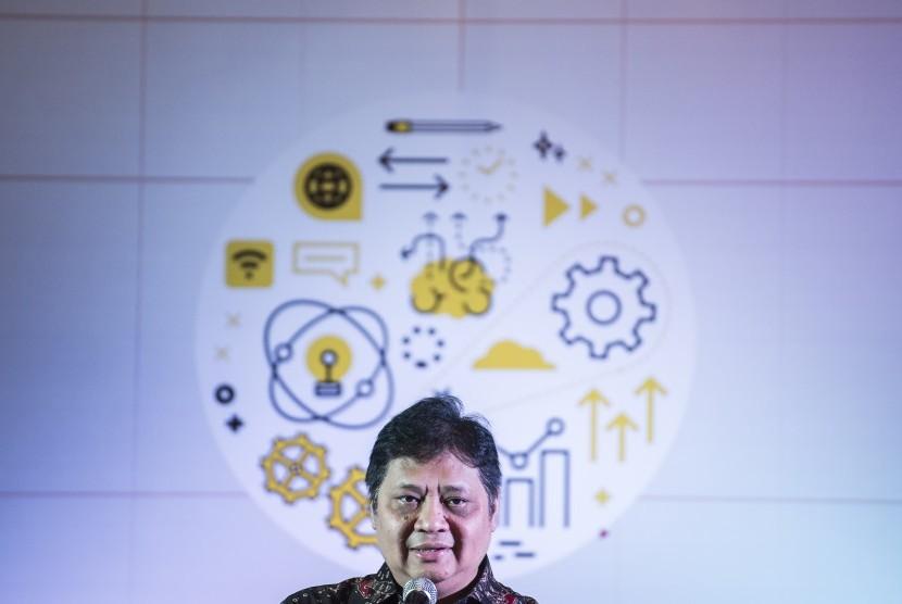 Menteri Perindustrian Airlangga Hartarto memberikan pidato pembuka sebelum meresmikan IoT Innovation & Future Digital Economy Lab di ITB, Bandung, Jawa Barat, Senin (18/3/2019).