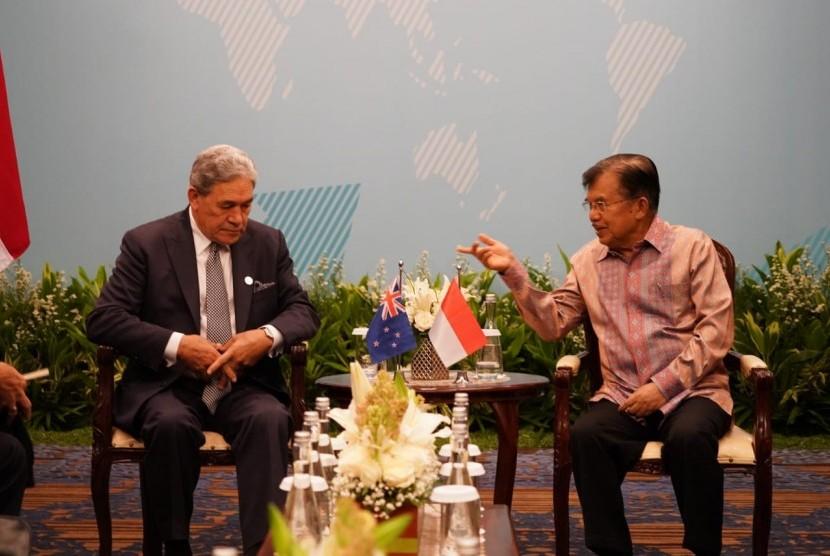 Wakil Presiden Jusuf Kalla melakukan pertemuan bilateral dengan DPM Selandia Baru Winston Peters usai membuka pertemuan High-Level Dialogue on Indo-Pacific Cooperation (HLD-IPC) di Hotel Fairmont, Jakarta, Rabu, (20/03).