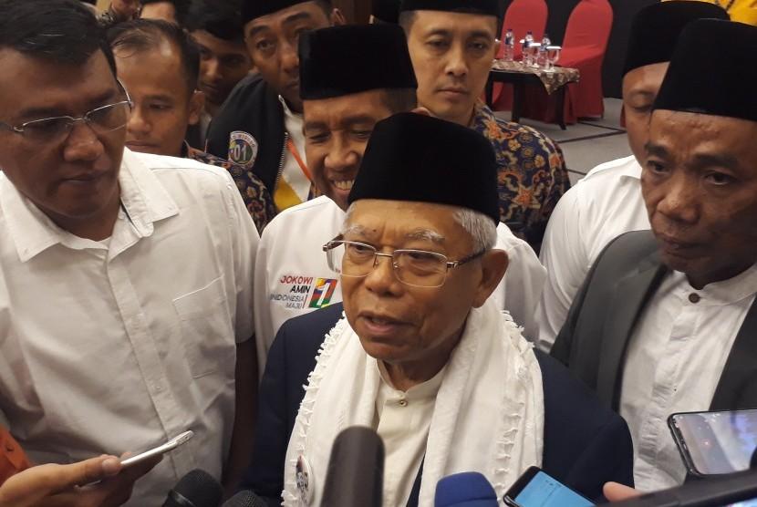 Calon Wakil Presiden (Cawapres) nomor urut 01, KH. Ma'ruf  Amin saat menghadiri acara Silaturrahmi bersama Jaringan Kiai-Santri  Nasional (JKSN) dan Aliansi Masyarakat Kalimantan Timur di Balikpapan,  Kalimatan Timur, Kamis (21/3) pagi.