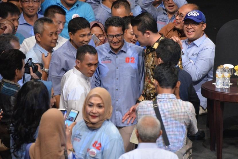 Calon wakil presiden nomor urut 02 Sandiaga Uno (tengah) menghadiri acara silahturahmi Aliansi Pengusaha Nasional, di Djakarta Theater, Jakarta, Kamis (21/3/2019).