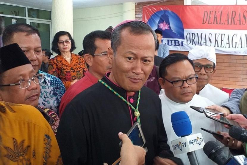 Ketua Komisi Hubungan Antar Agama dan Kepercayaan KWI, Mgr Yohanes Harun Yuwono usai Deklarasi Pemilu Damai di Kantor LPOI, Jakarta pada Jumat (22/3). Dia mengingatkan masyarakat agar tak golput saat pemilu.