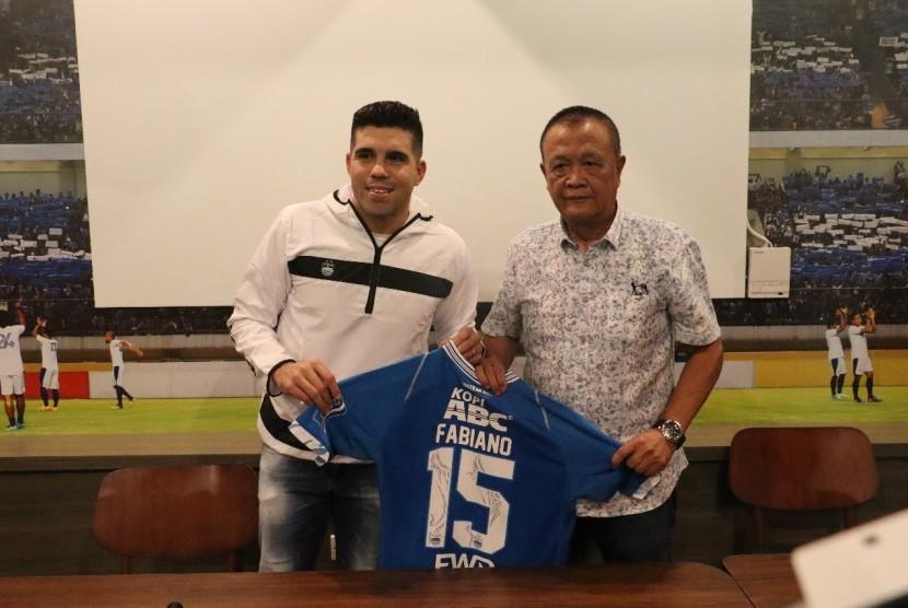 Persib memperkenalkan pemain anyarnyam Fabiano Beltrame di Graha Persib, Jalan Sulanjana, Kota Bandung, Sabtu (24/3).