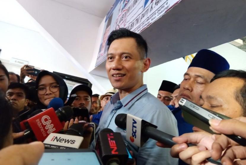Ketua Kogasma Partai Demokrat, Agus Harimurti Yudhoyono (AHY) usai berorasi di GOR Ciracas, Jakarta Timur, Minggu (24/3).