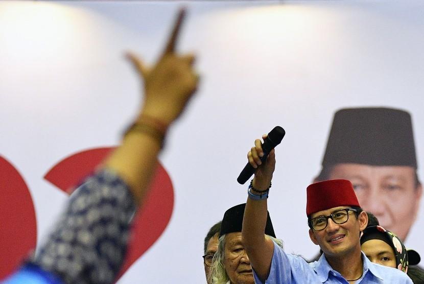 Calon Wakil Presiden nomor urut 02 Sandiaga Uno menyapa pendukungnya saat kampanye terbuka di Gelanggang Remaja Jakarta Utara, Tanjung Priok, Jakarta Utara, Senin (25/3/2019).