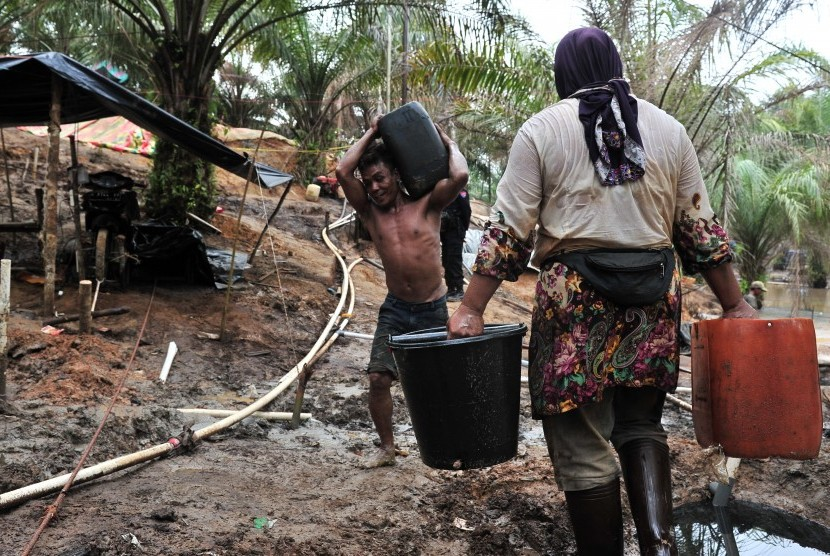 Warga beraktifitas di pertambangan ilegal di Jambi