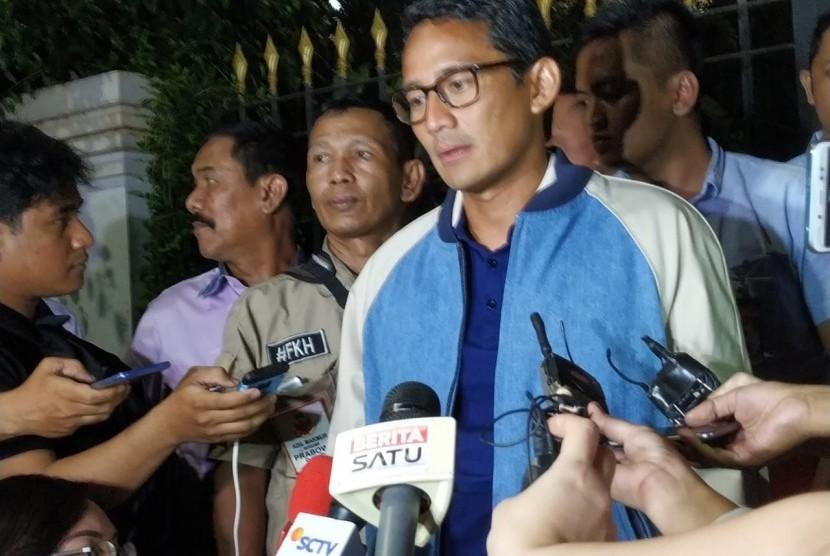 Calon wakil presiden (cawapres) Sandiaga Salahuddin Uno menggelar nonton bareng debat pilpres 2019 di Rumah Siap Kerja, Jalan Wijaya I, Kebayoran Baru, Jakarta, Sabtu (30/3).