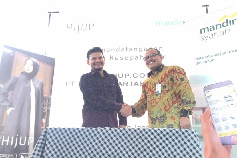 Direktur Technology & Operation Mandiri Syariah Achmad Syafii (kanan).