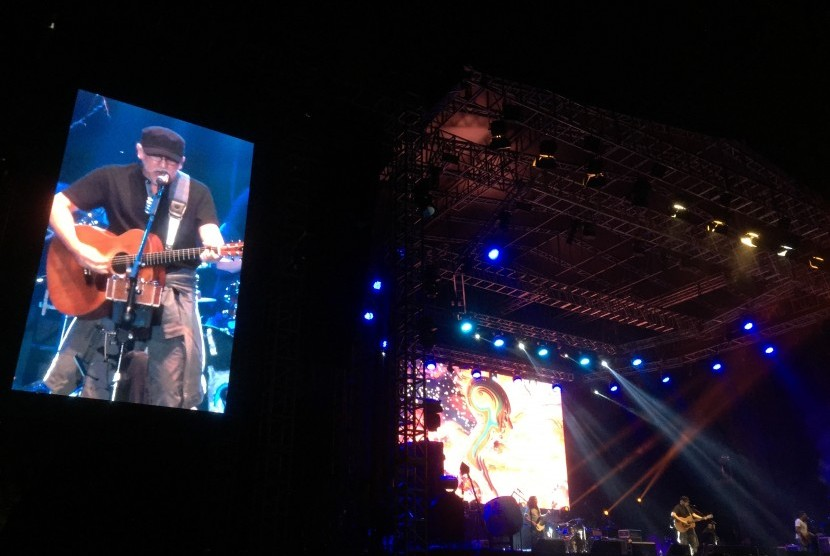 Penyanyi Iwan Fals. Di tengah pandemi, Iwan Fals menggarap lagu baru bersama musisi Sandrayati Fay.