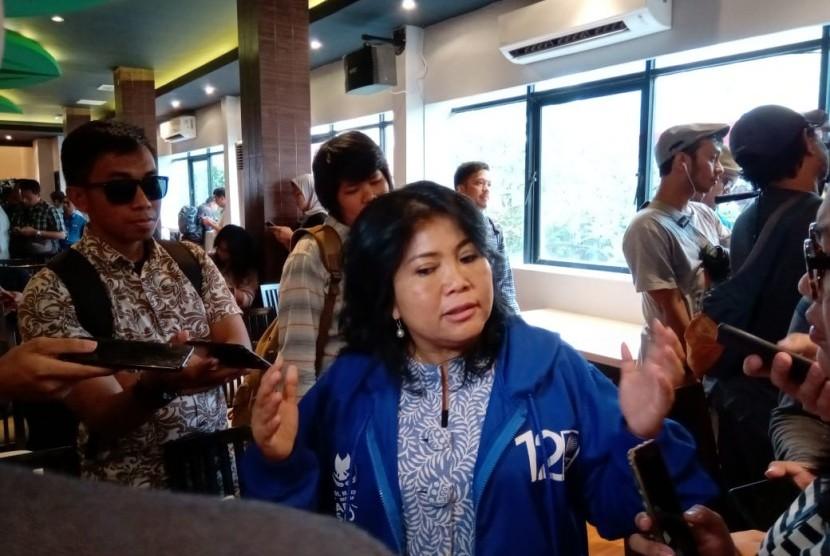 Juru bicara BPN Prabowo-Sandi, Dian Fatwa memberikan penjelasan kepada wartawan. Dian memberikan keterangan seusai acara rilis survei Voxpol di sebuah restoran di daerah Cikini, Menteng, Jakarta Pusat, Selasa (9/4).