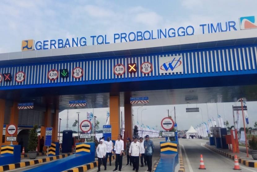 Presiden Jokowi resmikan operasional tol Pasuruan-Probolinggo, Rabu (10/4).