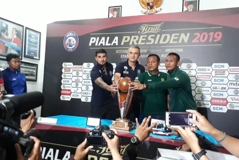 Arema FC dan Persebaya mengadakan Konferensi Pers (Konpers) tentang pertandingan final leg kedua Piala Presiden 2019, di Kantor Arema FC, Kamis (11/4).