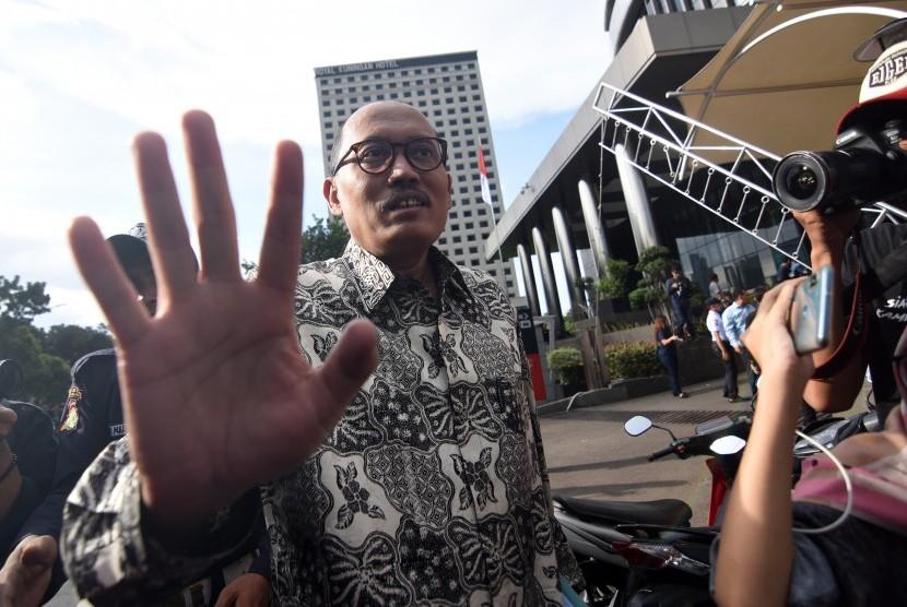 Staf ahli Menteri Agama Janedjri M. Gaffar bergegas seusai memenuhi panggilan pemeriksaan penyidik Komisi Pemberantasan Korupsi (KPK) di Jakarta, Kamis (11/4/2019).