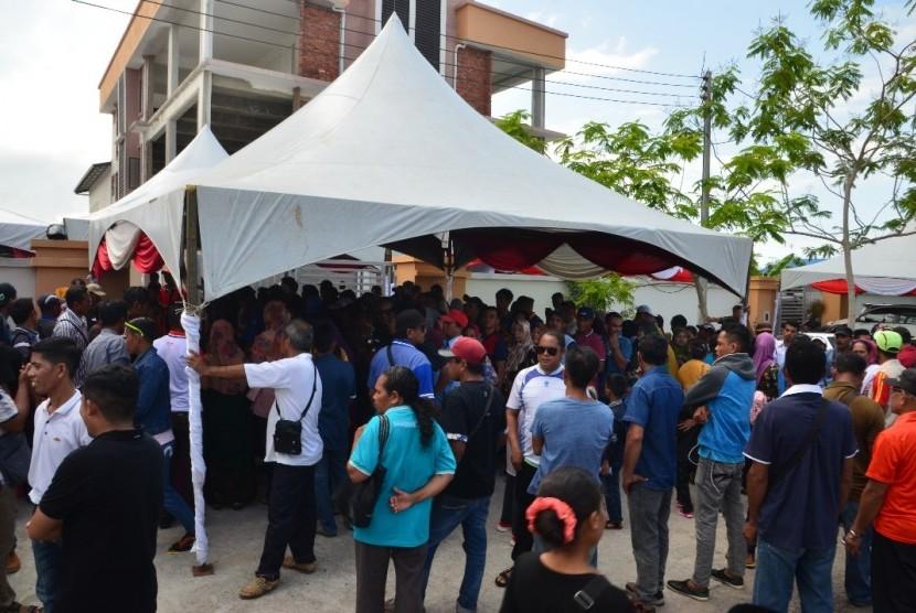 Suasana pemungutan suara di Tempat Pemungutan Suara Luar Negeri (TPSLN) Tawau, Sabah, Malaysia Ahad (14/4) kemarin. Sebanyak 44.300 Tenaga Kerja Indonesia (TKI) memberikan hak pilihnya
