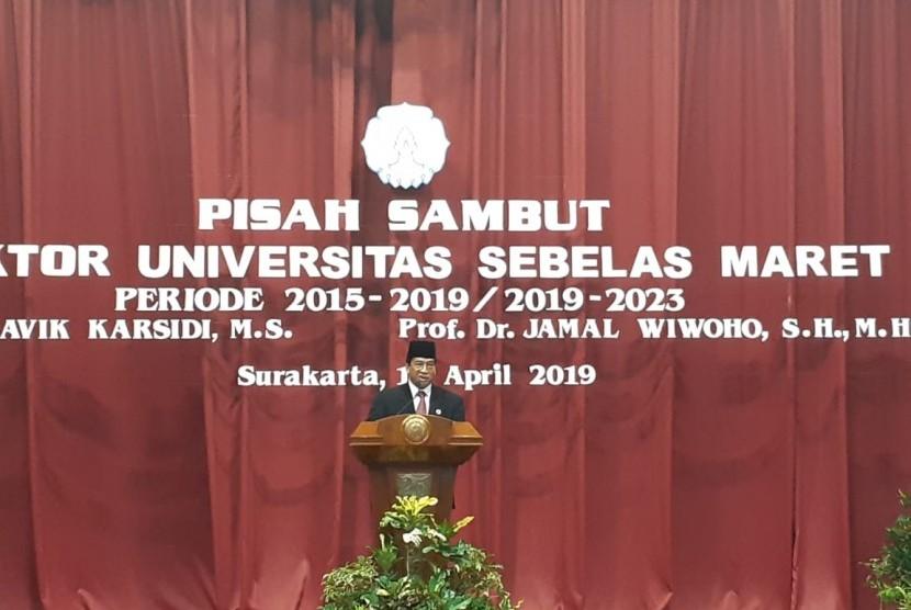 Rektor Universitas Sebelas Maret (UNS) Periode 2019-2023, Jamal Wiwoho, memberikan sambutan di acara Serah Terima Jabatan di Auditorium UNS Solo, Senin (15/4).