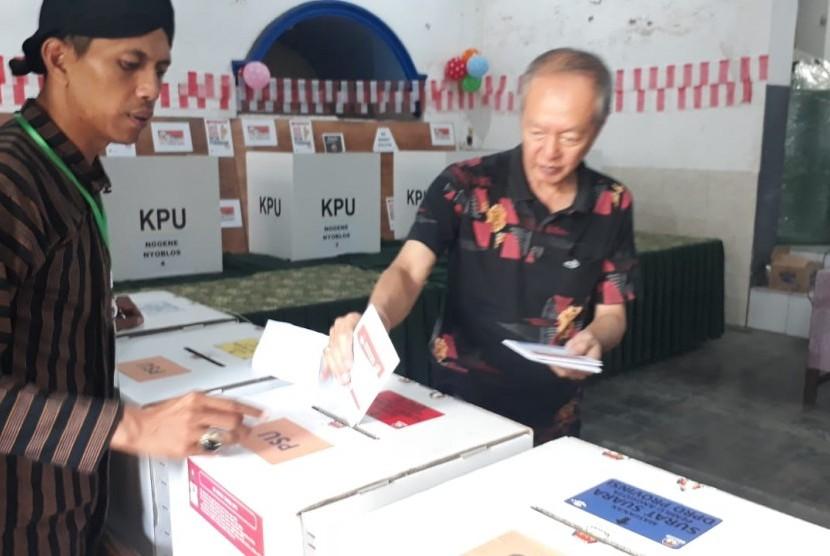 Suasana Pemungutan Suara Ulang (PSU) di TPS 17, Sukoharjo, Klojen, Kota Malang, Kamis (25/4).