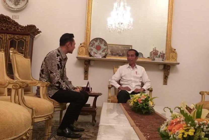 Presiden Jokowi menerima Komandan Komando Satuan Tugas Bersama (Kogasma) Partai Demokrat, Agus Harimurti Yudhoyono (AHY) di Istana Merdeka, Kamis (2/5).