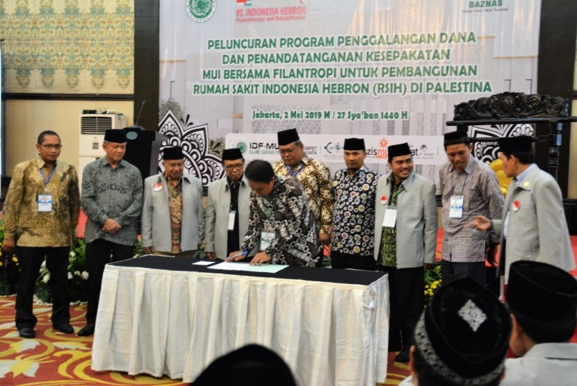 DF MUI, Baznas, Lazismu, Dompet Dhuafa, NU Care-Lazisnu, dan Lazis Al-Azhar Peduli Umat menandatangani nota kesepakatan pembangunan RS Indonesia-Hebron.