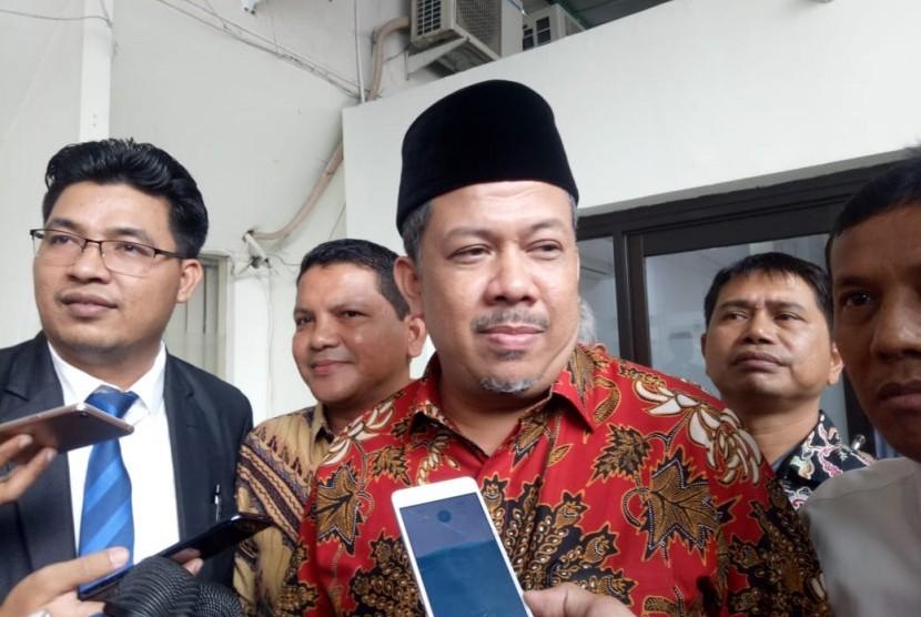 Fahri Hamzah saat tiba di Pengadilan Negeri Jakarta Selatan untuk menjadi saksi fakta dalam sidang lanjutan kasus hoaks ratna Sarumpaet, Selasa (7/5).
