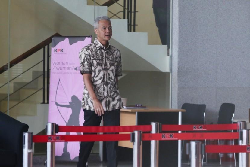 Gubernur Jawa Tengah, Ganjar Pranowo meninggalkan gedung KPK usai menjalani pemeriksaan di Jakarta, Jumat (10/5/2019).
