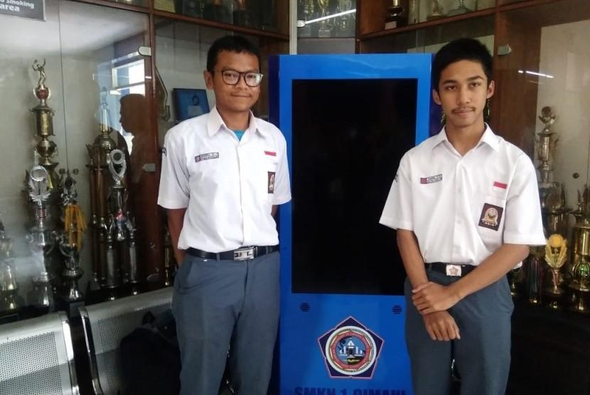 Naufal Aditya (kiri) dan Naufal Aqila (kanan). Siswa SMKN 1 Cimahi.