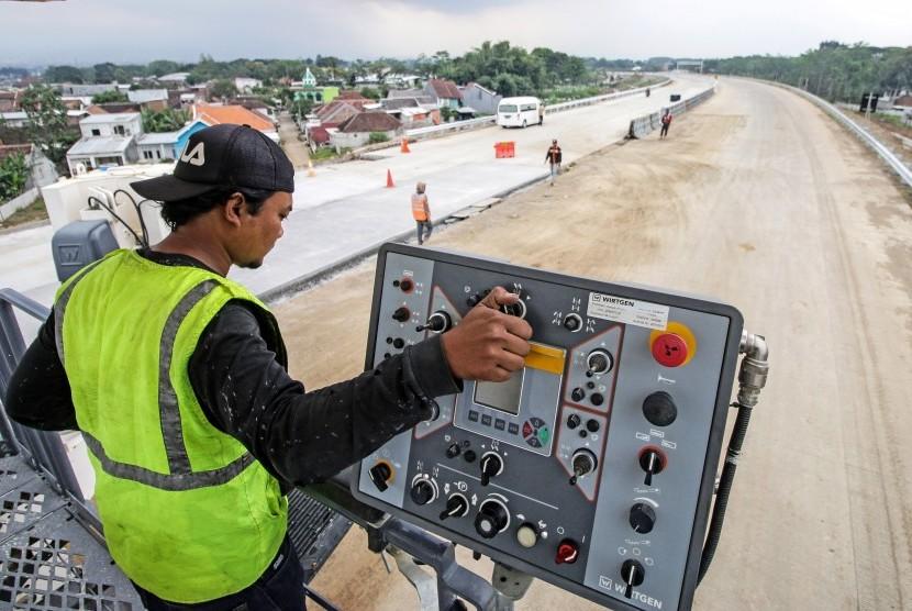 Proyek pembangunan tol Pandaan-Malang seksi IV di Pakis, Malang, Jawa Timur (ilustrasi)